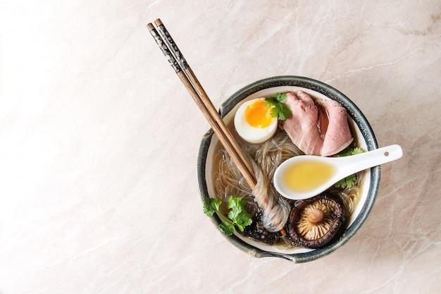 Soupe japonaise aux nouilles