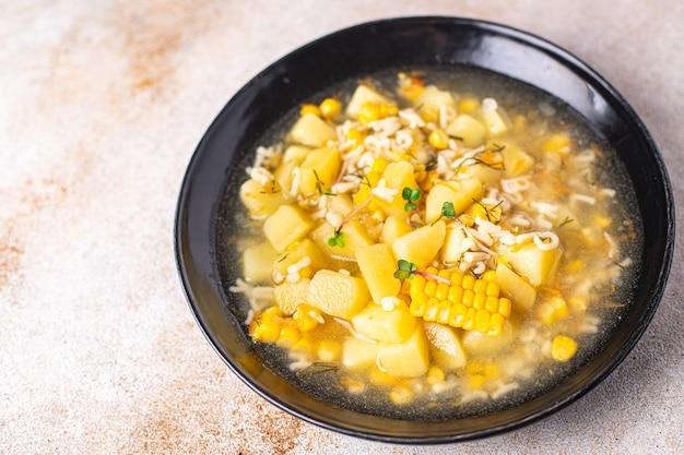 Soupe légume maïs pomme de terre pâtes alphabet bouillon poulet viande frais portion repas casse-croûte