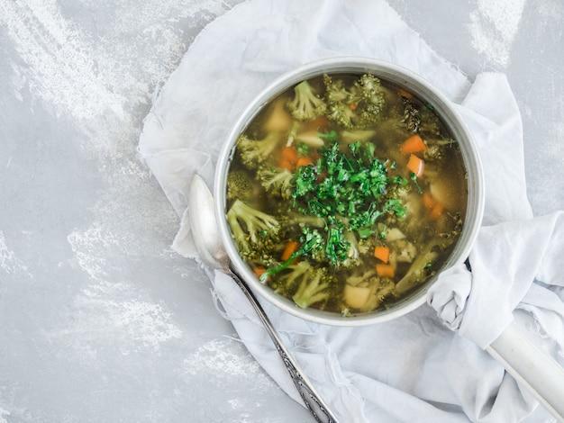 Soupe de légumes au brocoli
