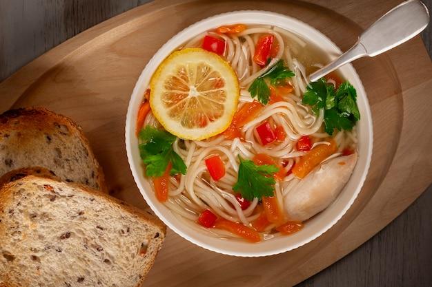 Soupe de légumes au poulet maison