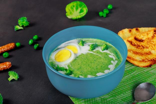 Soupe maison aux pois verts et au brocoli