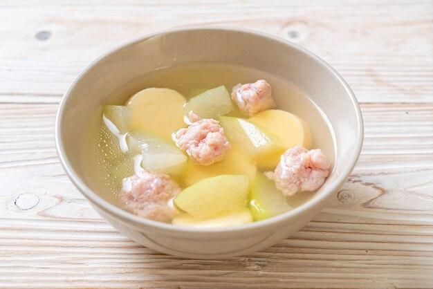 Soupe de melon d'hiver au porc haché et tofu aux œufs