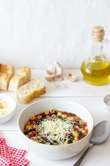 Soupe minestrone italienne.