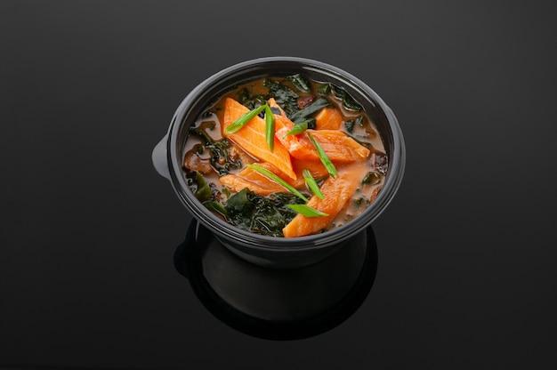 Soupe miso au saumon et champignons shitake