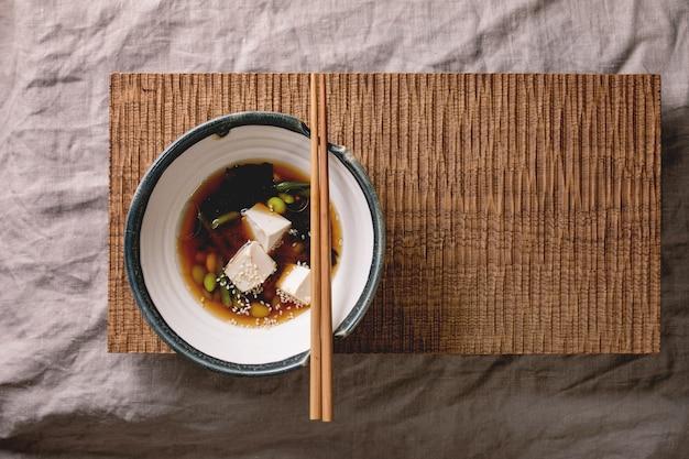 Soupe miso au tofu