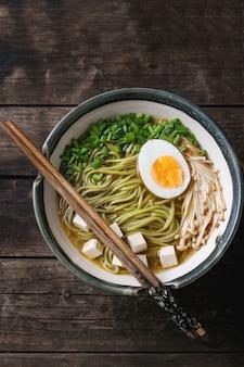 Soupe de nouilles asiatique