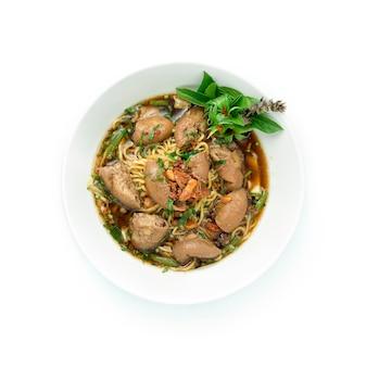 Soupe de nouilles aux oeufs avec intestin de boeuf braisé
