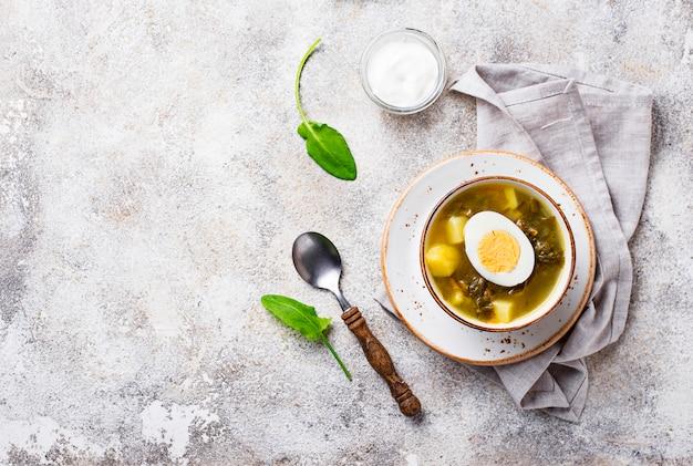 Soupe à l'oseille ou bortsch vert aux œufs