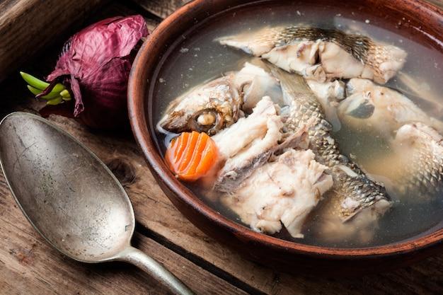 Soupe de poisson en assiette