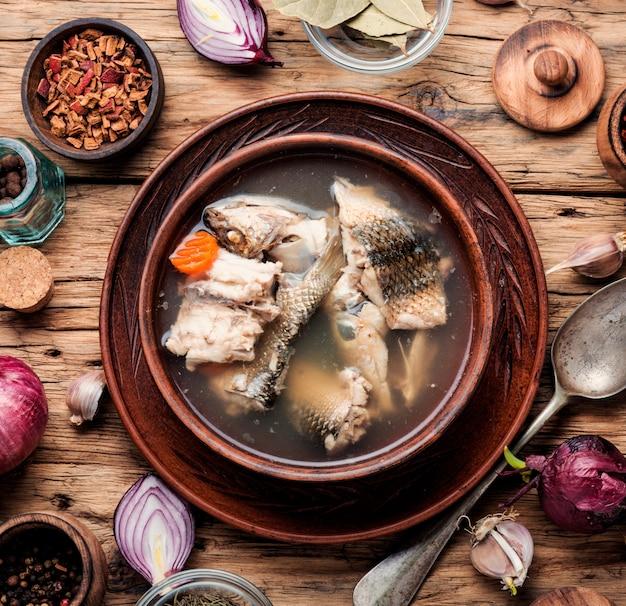 Soupe de poisson russe nationale