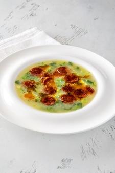 Soupe populaire caldo verde dans la cuisine portugaise