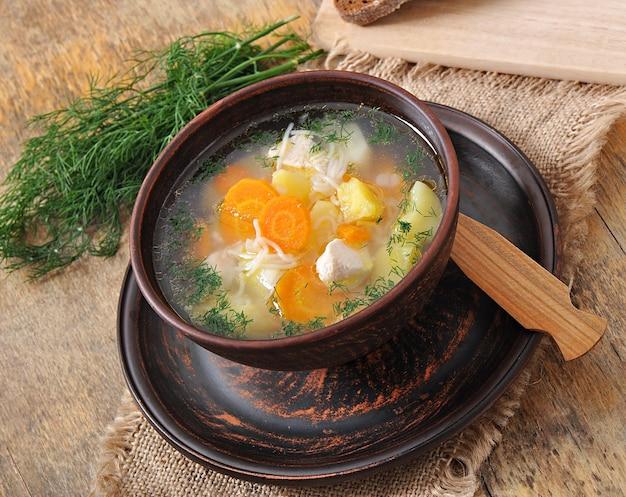 Soupe de poulet aux légumes