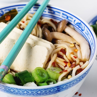 Soupe ramen asiatique au fromage feta