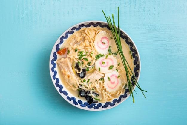 Soupe de ramen plat dans un bol