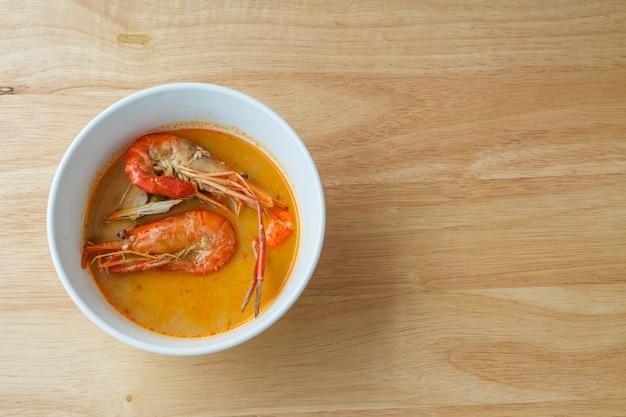 Soupe thaïe épicée aux crevettes