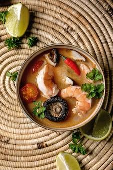 Soupe thaïlandaise tom yum