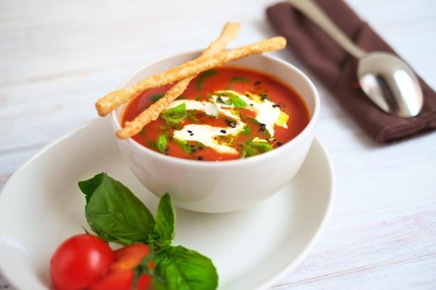 Soupe à la tomate italienne