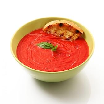 Soupe de tomates traditionnelle aux ingrédients bio