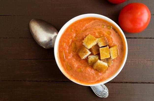 Soupe traditionnelle de gaspacho froid. cuisine espagnole et méditerranéenne.
