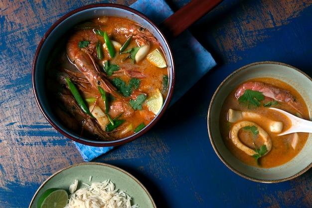 Soupe traditionnelle thaïlandaise tom yam
