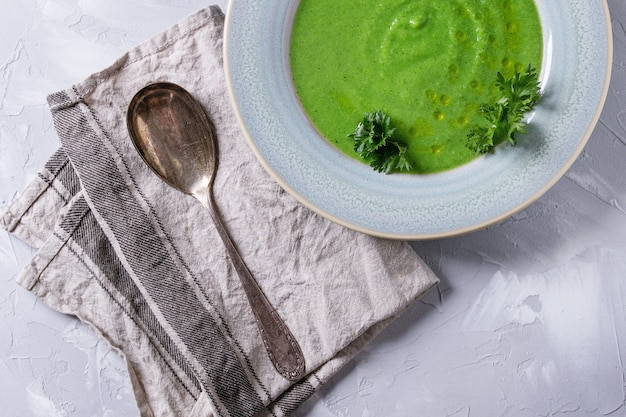 Soupe végétarienne au brocoli