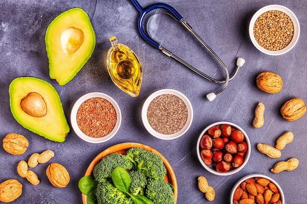Sources végétaliennes d'oméga 3 et de graisses insaturées. concept d'alimentation saine. vue de dessus.