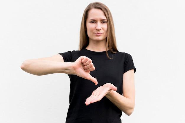 Sourde, femme, communiquer, langue signes