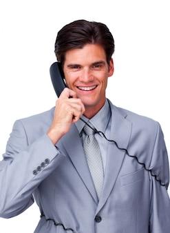 Souriant exécutif mâle s'emmêler dans les fils de téléphone