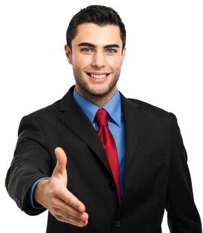 Souriant jeune gestionnaire masculin donnant la main isolé sur blanc