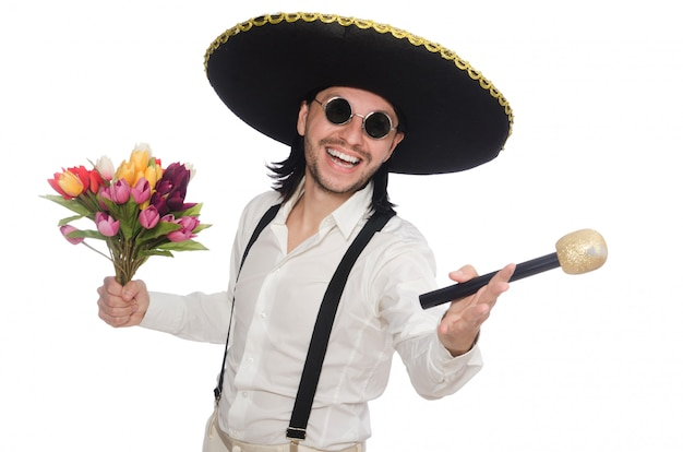 Souriant mexicain avec des fleurs et un microphone isolé on white