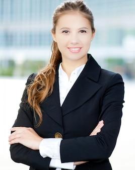 Souriant portrait de femme d'affaires