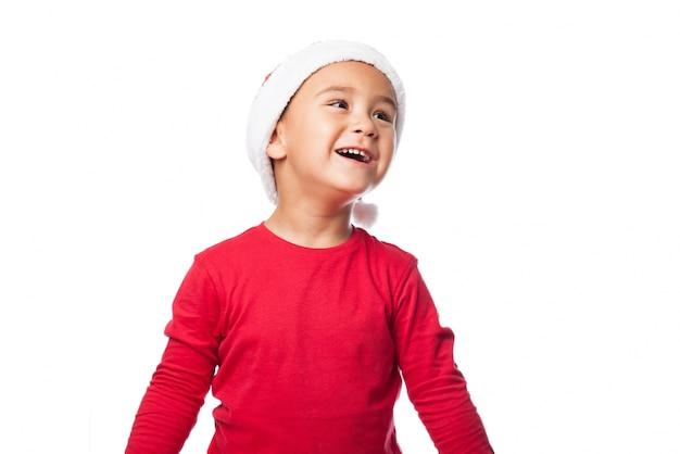 Sourire enfant avec un chapeau de père noël