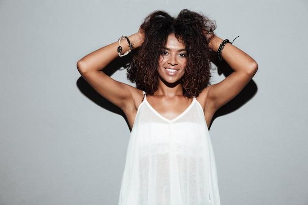 Sourire, séduisant, femme américaine afro, poser