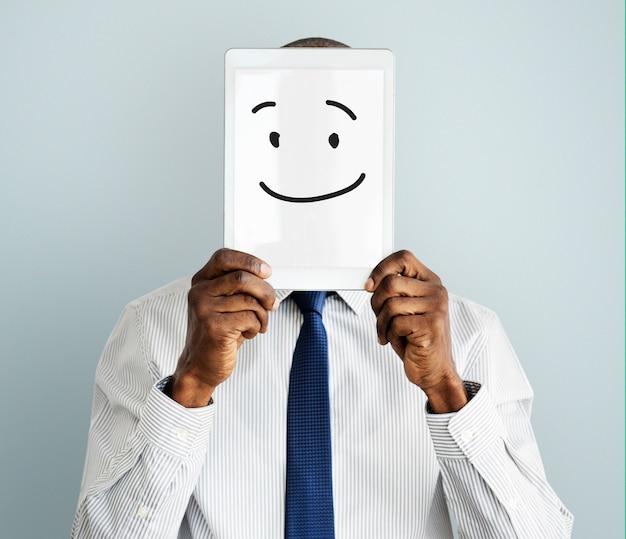 Sourire visage dessin sur tablette numérique