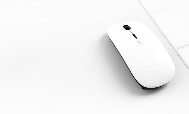 Souris d'ordinateur portable blanche