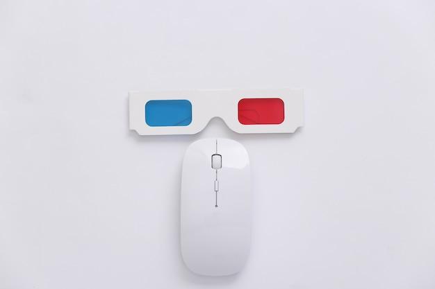 Souris pc et lunettes 3d anaglyphes sur fond blanc. vue de dessus. minimalisme
