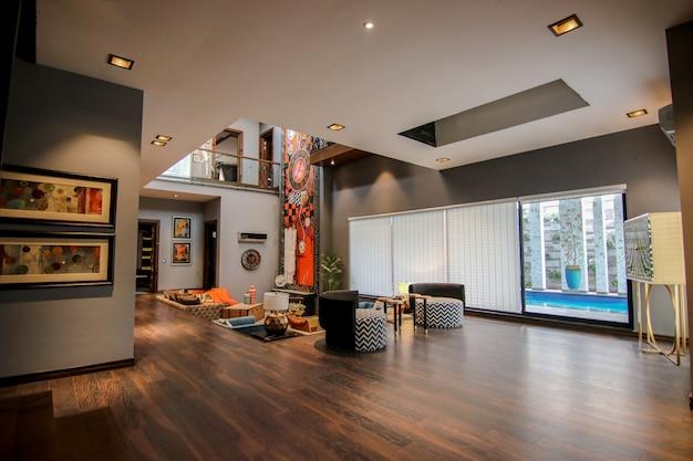 Sous-sol de luxe spécial avec piscine