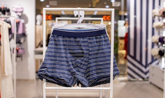 Sous-vêtements pour hommes dans le magasin. slip homme en coton.