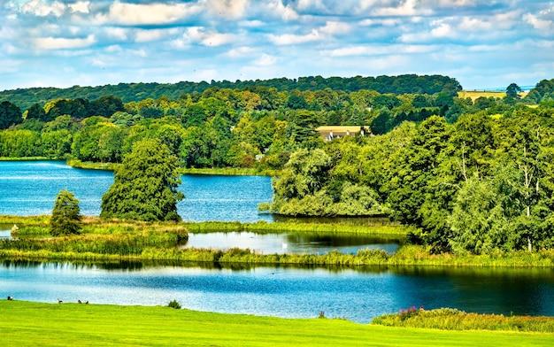 South lake à castle howard dans le north yorkshire - angleterre, royaume-uni
