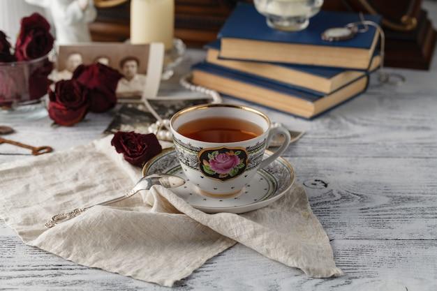 Souvenirs de famille avec une tasse de thé