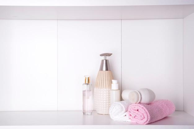 Spa et cadre de bien-être avec des serviettes. produits dayspa nature