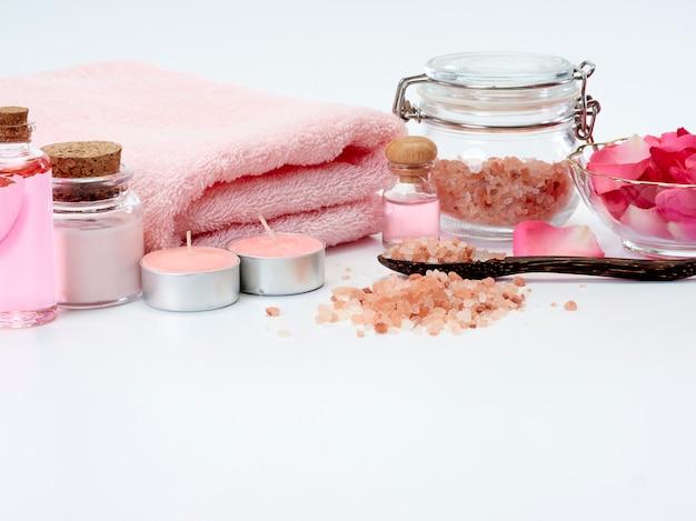 Spa d'huile de rose, sel rose de l'himalaya.