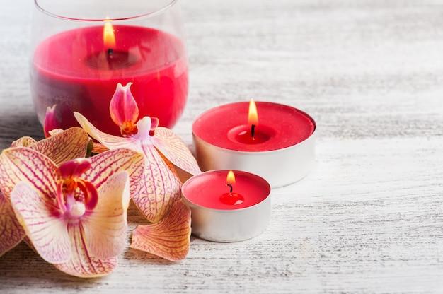Spa nature morte avec orchidée orange rouge