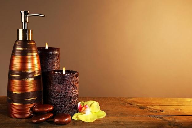 Spa nature morte sur table en bois sur brown
