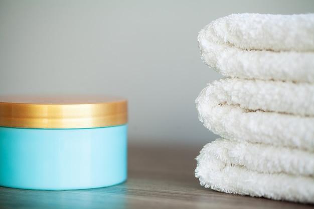 Spa relax et soins sains. concept santé. produits domestiques naturels pour le soin de la peau