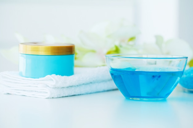 Spa. soin de beauté au sel de bain bleu