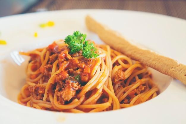 Spaghetti al sugo pomodoro basilico