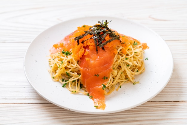 Spaghetti au saumon fumé et aux œufs de crevettes