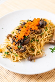Spaghetti aux champignons oeuf de crevettes et algues