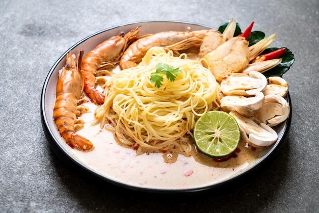 Spaghetti aux crevettes épicées (tom yum goong)